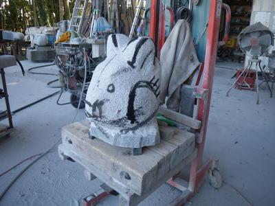 ウサギさんを彫る