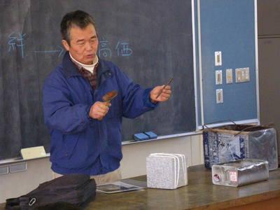 浅賀正治 羽黒小にて石彫体験教室