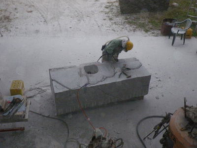 石彫家浅賀正治の制作