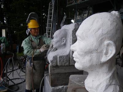 石の人物彫刻(肖像)