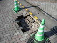 【東北地方太平洋沖地震】つくば市内の被害 歩道陥没