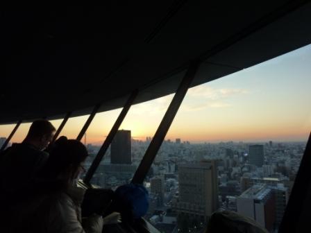 文京シビックセンター展望ラウンジで夕焼けの富士山を拝む!
