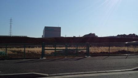 学園南のauとsoftbankの南側に何ができた?
