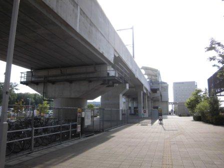研究学園駅のホーム用地は10両分あった!