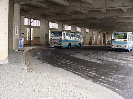 石岡駅からバスターミナルに向かう