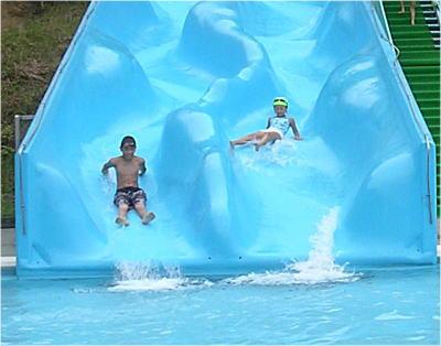 八郷運動公園のプールの滑り台
