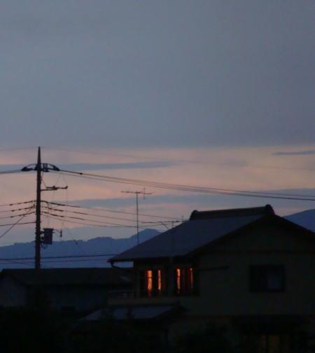 夕暮れの灯