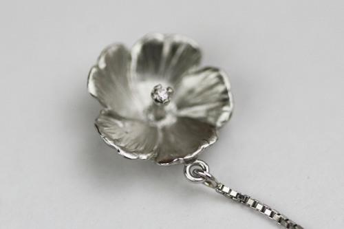 芙蓉(ふよう)の花のペンダント
