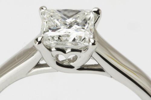プリンセスカットのダイヤリング