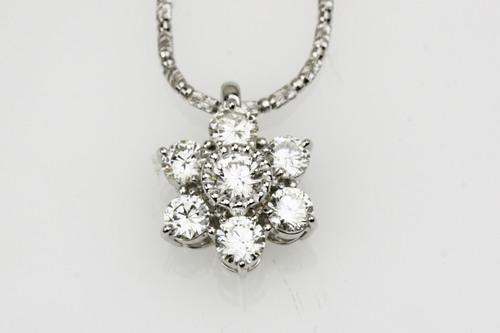 お花のダイヤモンドペンダント