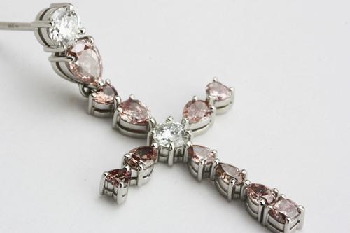 ピンクダイヤのクロスペンダント