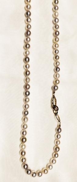 真珠のロングネックレスを楽しむ☆2