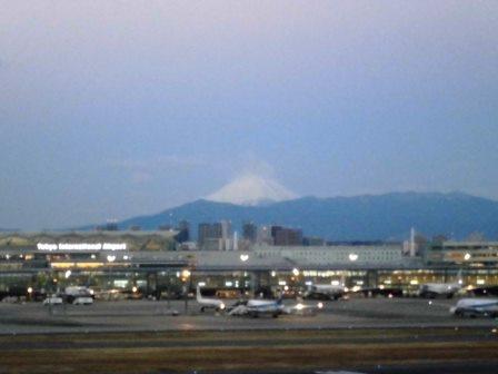 元旦の羽田空港から初日の出と富士山を見る!