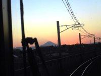 夕暮れ時のTXの運転席から見る富士山のシルエットがきれいだった!