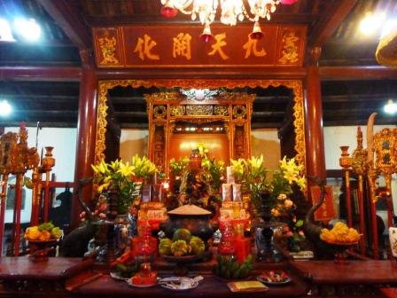 ベトナム・ハノイの旧市街地ホアンキエム湖の伝説の亀!
