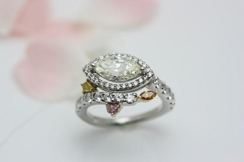 マーキスカットのダイヤモンド