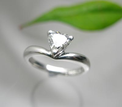 ハートシェイプカットのダイヤモンド♪