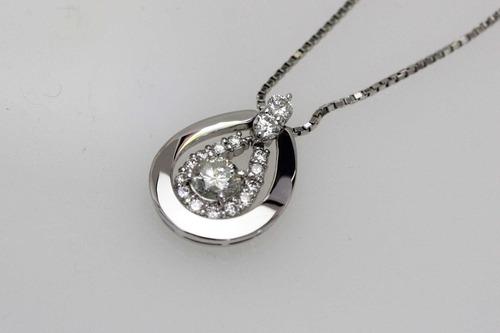 馬蹄型のダイヤモンドペンダント