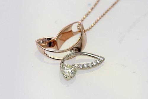 蝶のダイヤモンドペンダント