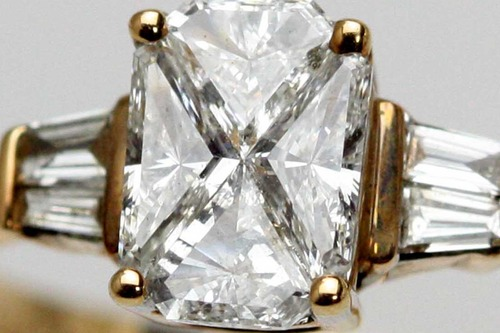 ダイヤモンドのミステリーセッティング