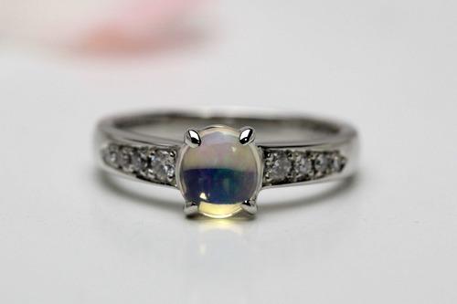 オパールの結婚指輪