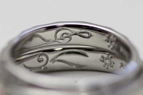 ハンマーテイストの結婚指輪