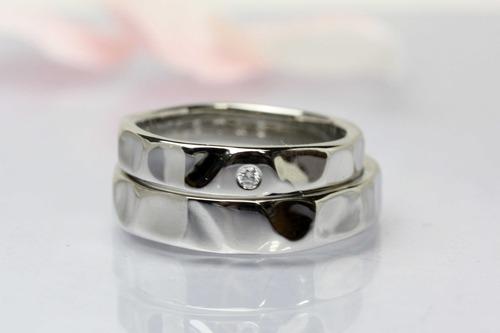 ハンマー仕上げの結婚指輪 『ハートロック!』