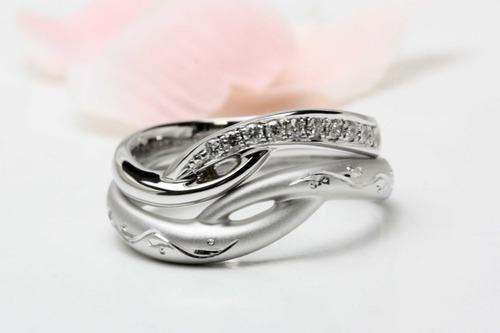 個性の異なる 結婚指輪
