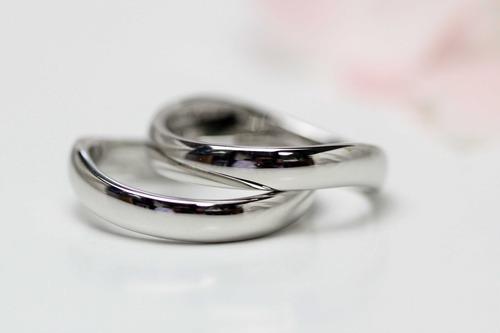 エンジェルロゴの結婚指輪