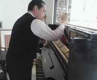 ピアノを調律中です