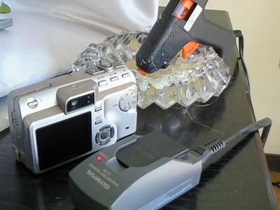 デジカメの充電器発見