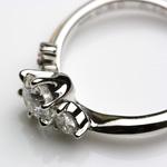宝石を止める爪