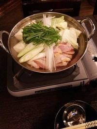 鶏鍋!宮崎県産の鶏ガラを使い一からダシを取った自家製スープ