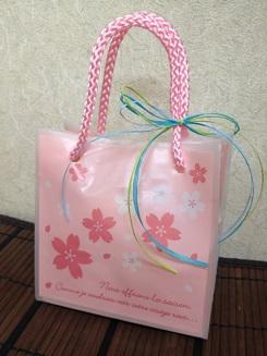 桜の花と葉入りの甘い煎餅・桜型のえび塩味あられ