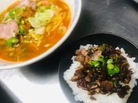 とんとん食堂の坦々麺と辛子高菜ご飯