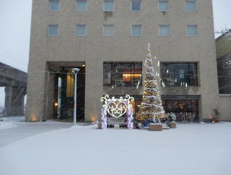ホテルベストランド前のもみの木が撤去され、そして花壇へ!