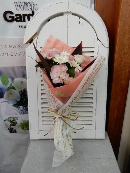 イーアスのお花屋さん「ウィズガーデン」の花束にはテントウ虫が!