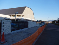学園の森義務教育学校の建設状況「子供達が行き来する門ができた!
